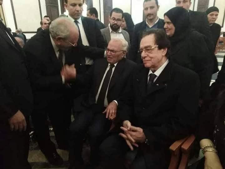 بالصور| بين وجوه الماضي والحاضر.. مشاهير المجتمع في عزاء مبارك 5