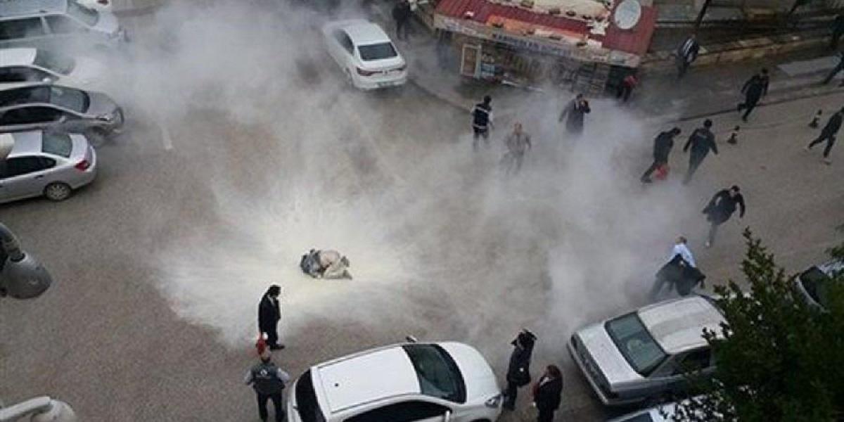 مواطن تركي يُشعل في نفسه النيران بسبب غلاء المعيشة قائلاً : «لا أستطيع إطعام أولادي»
