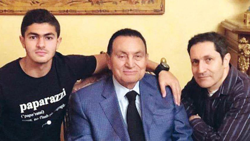 أول تعليق من علاء مبارك على وفاة والده
