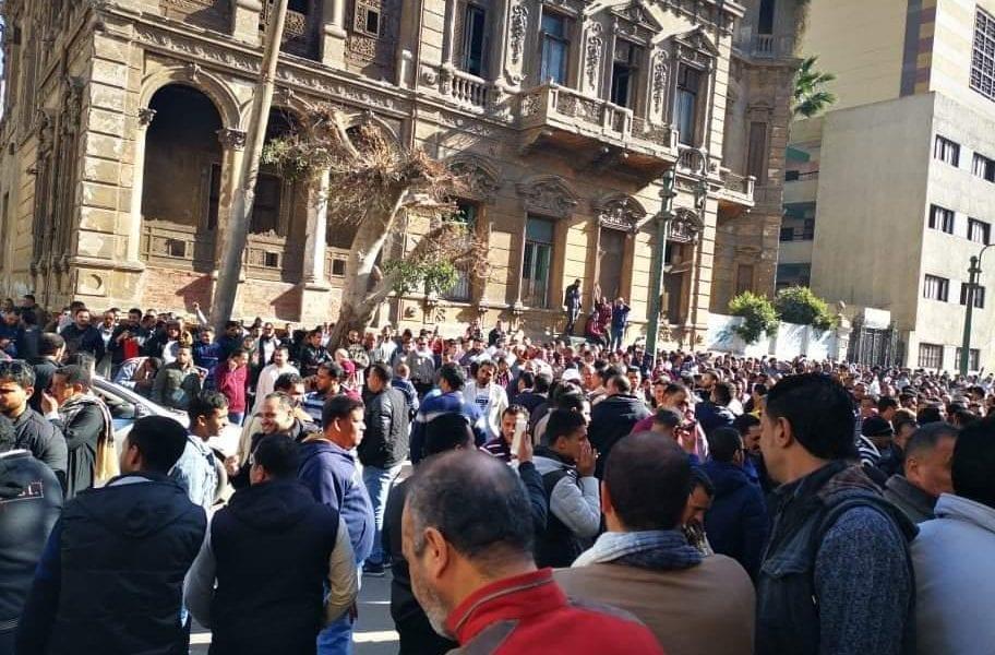 بـ«ألف جنيه».. إقبال كثيف من المصريين على تحليل فيروس كورونا.. والحكومة تنفي إعلان الطوارىء في ثلاث محافظات.. صور