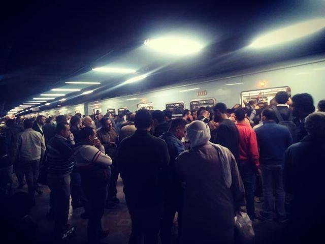 بالصور | زحام كبير في المترو اليوم قبل تنفيذ حظر التجوال 1