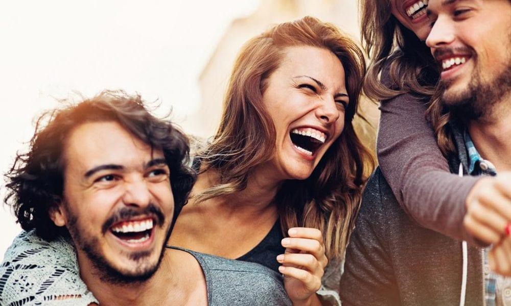 الضحك بصوت عالي يجعلك أكثر شباباً