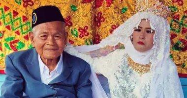 بالفيديو  أندونيسي يبلغ من العمر 103 يتزوج شابة عمرها 27 عاماً.. اعرف القصة