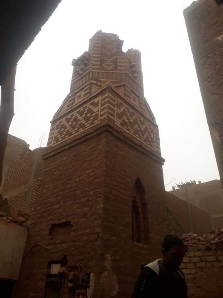 انهيار مئذنة مسجد في قرية السلامية