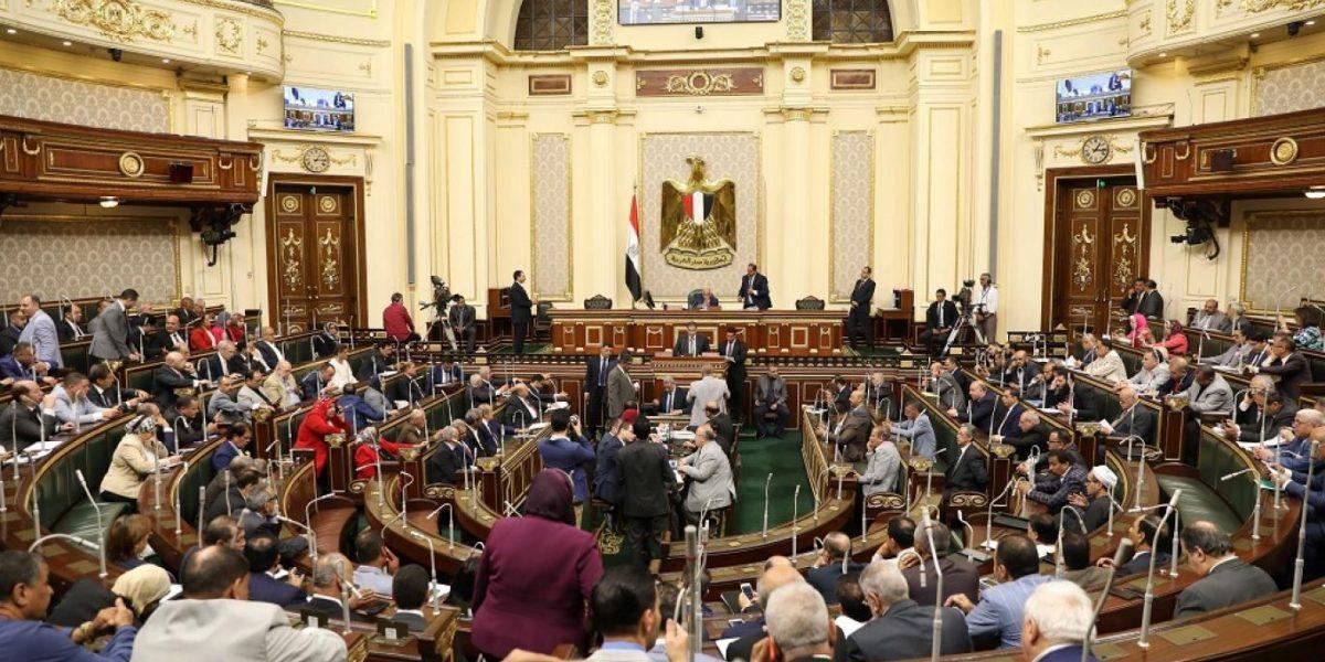 أول تعليق من البرلمان المصري على مقترح وزير التعليم بشأن تقليص الدراسة ليومين أسبوعيا