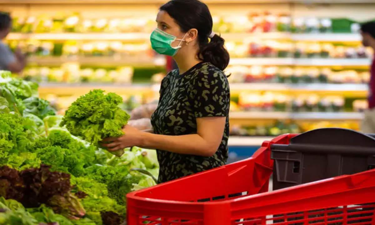 ارتداء القفازات عند تسوق البقالة هل تحميك من الاصابة بكورونا؟ و5 حالات فقط لتكون فعالة في الوقاية