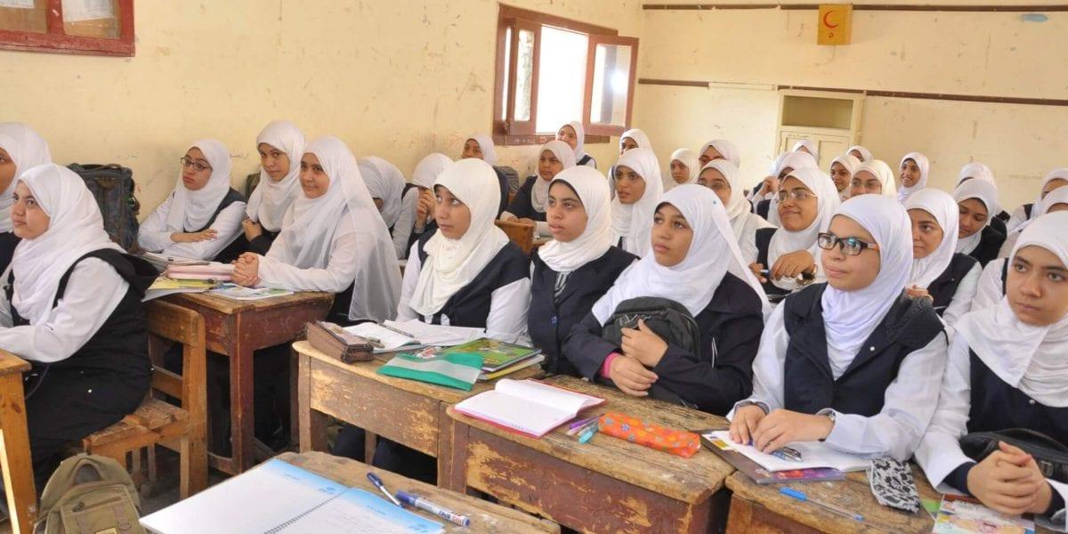 التعليم في ظل أزمة كورونا ومدبولي يناقش حضور نظامي أم «أون لاين»