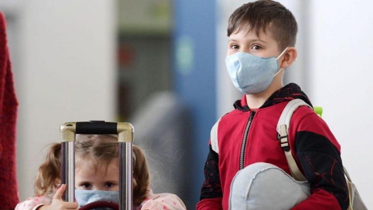 أهمية ارتداء الكمامة وكيفية انتشار الرذاذ الملوث بالفيروسات قبل وبعد ارتداء الكمامة