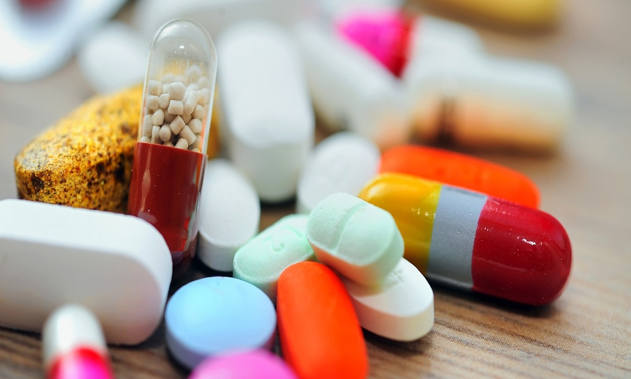 بالأسماء.. أدوية تُهدد حياة مصابي فيروس كورونا من بينها مضادات حيوية