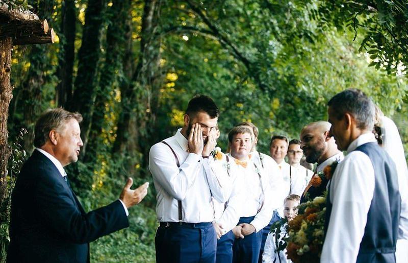 عريس يفاجئ عروسه ليلة الدخلة بالبكاء