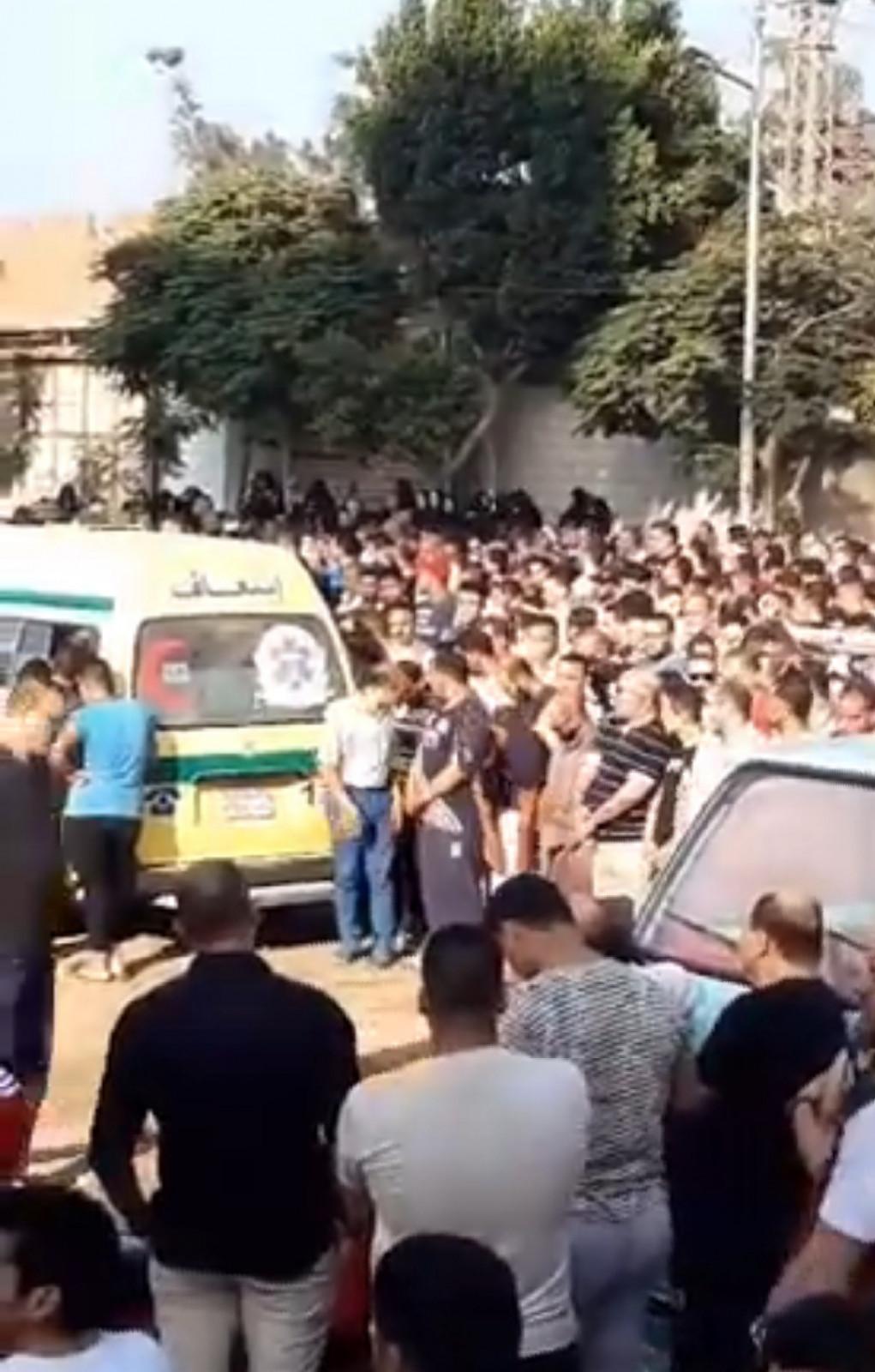 """""""بالأسماء والصور"""" الدقهلية تودع منذ قليل جثامين 8 أشخاص من عائلة واحدة في جنازة شعبية مهيبة حضرها الآلاف 2"""