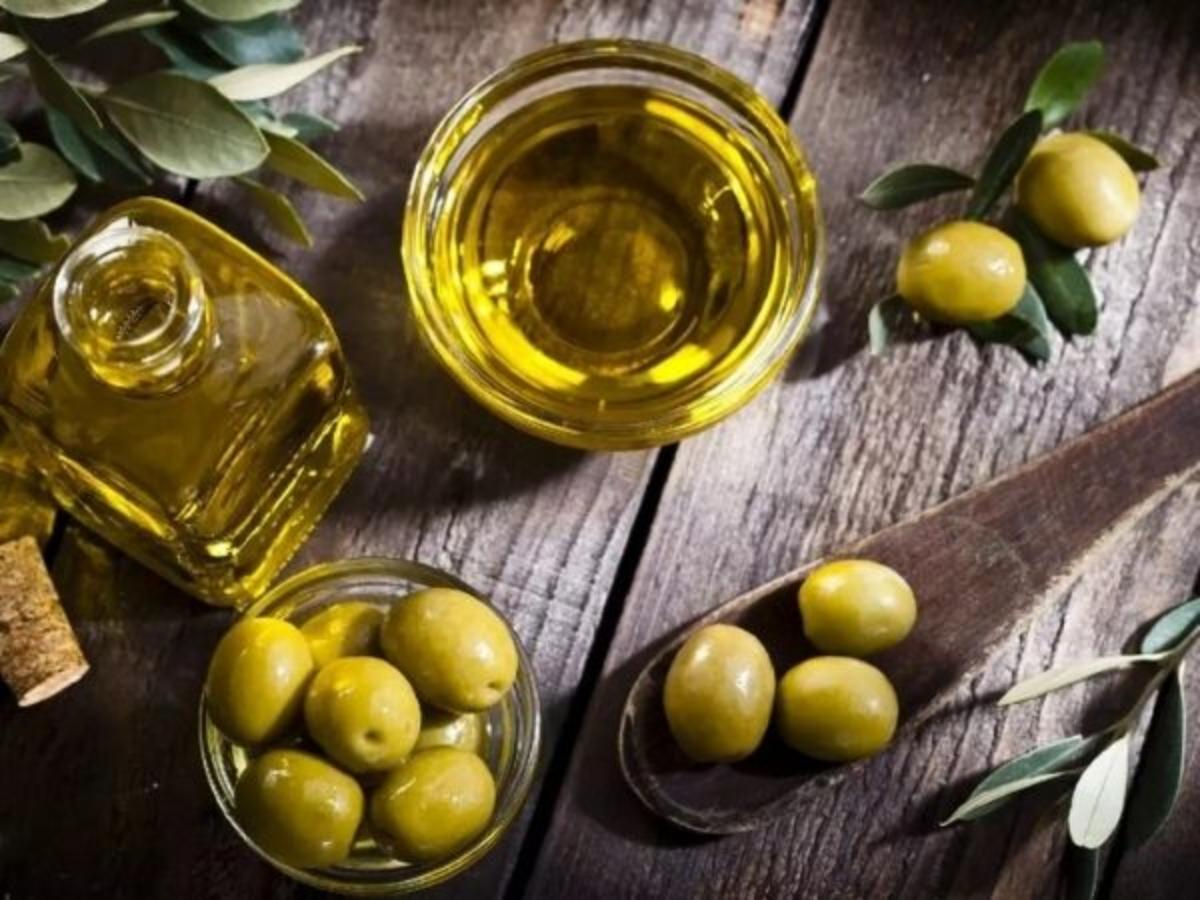 زيت الزيتون والزيت النباتي أيهما أكثر صحة