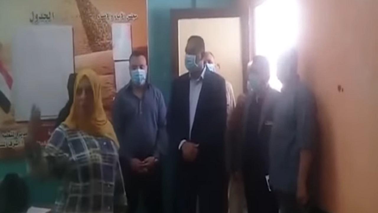 بعد تداول الفيديو بين النشطاء.. أول تعليق من وزير التعليم على واقعة إقالة مديرة مدرسة على يد المحافظ