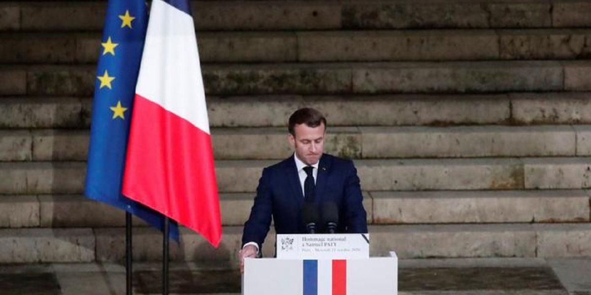 الحكومة الفرنسية تُحذر مواطنيها من غضب كبير بسبب الرسوم المسيئة للنبي