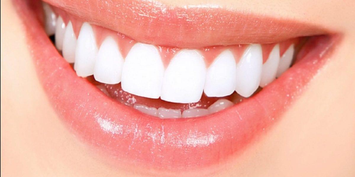 عادات خاطئة تضر بالأسنان وتعرضها للمشاكل