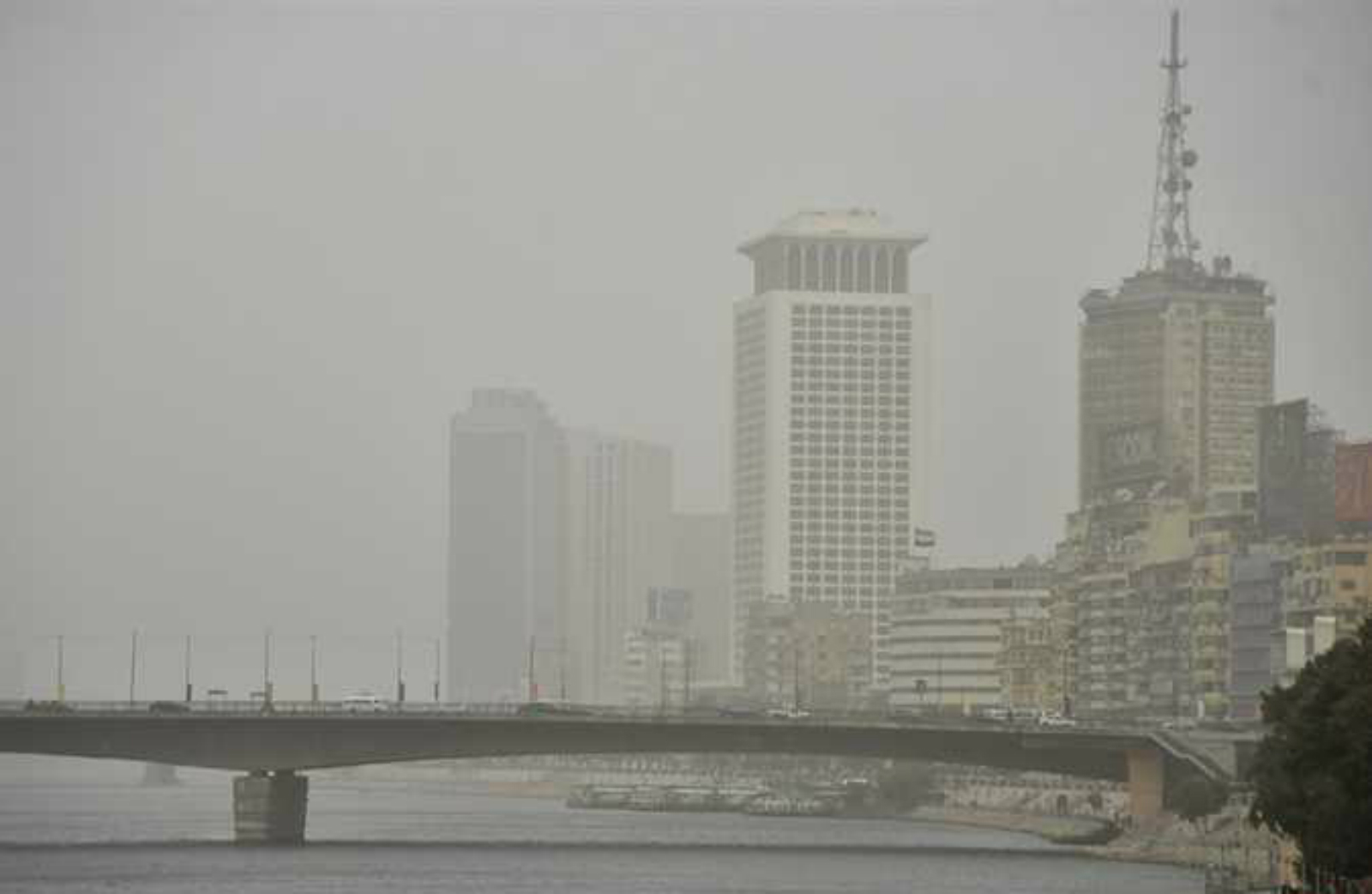 """الأرصاد الجوية.. موجة جديدة من الأمطار والرياح وعدم استقرار في الأحوال الجوية وتنصح المواطنين """"البسوا تقيل"""""""