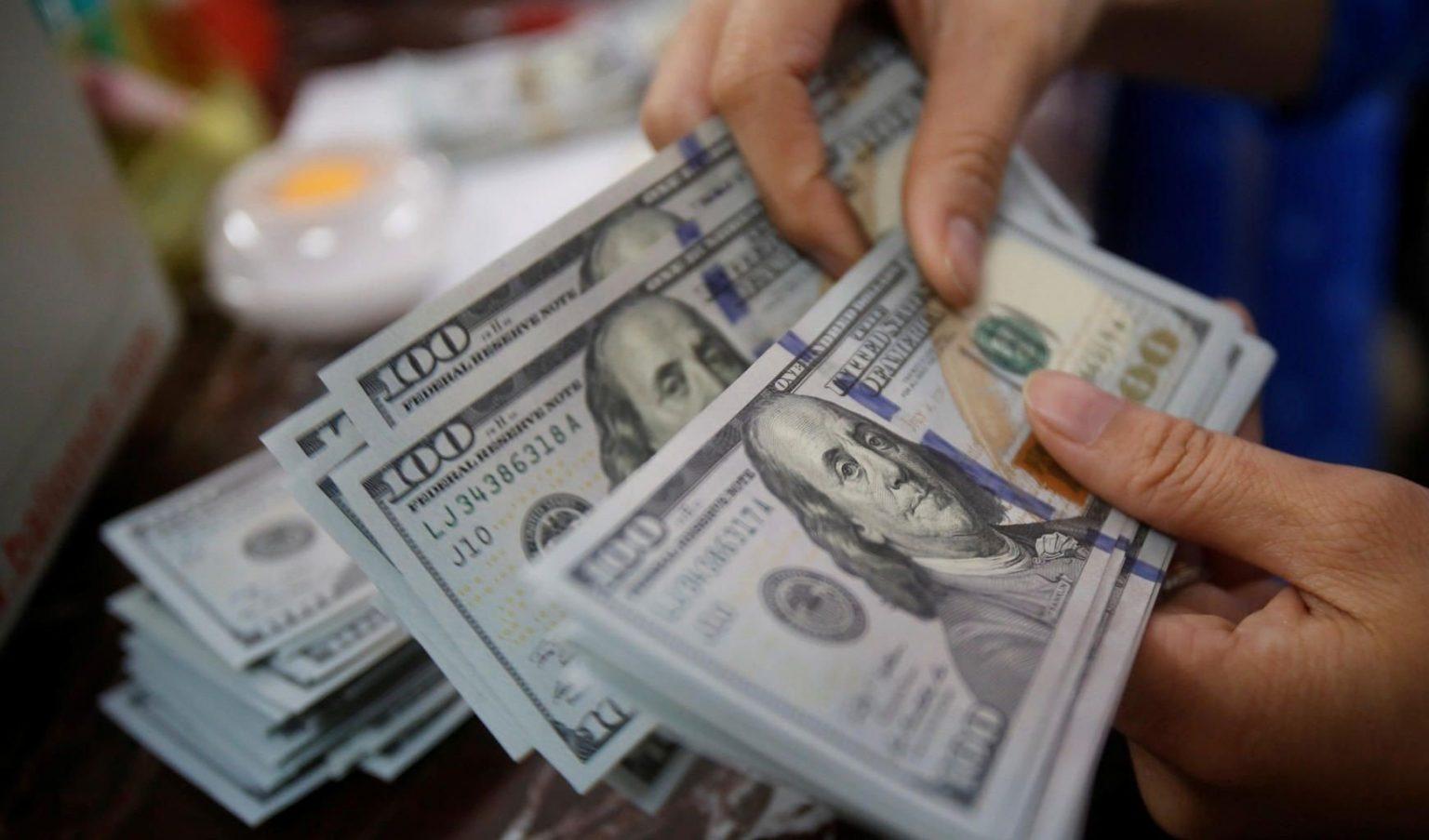 """سعر الدولار اليوم الأربعاء والعملات الأجنبية أمام الجنية المصري """"يورو وريال سعودي ودينار كويتي والإسترليني"""""""