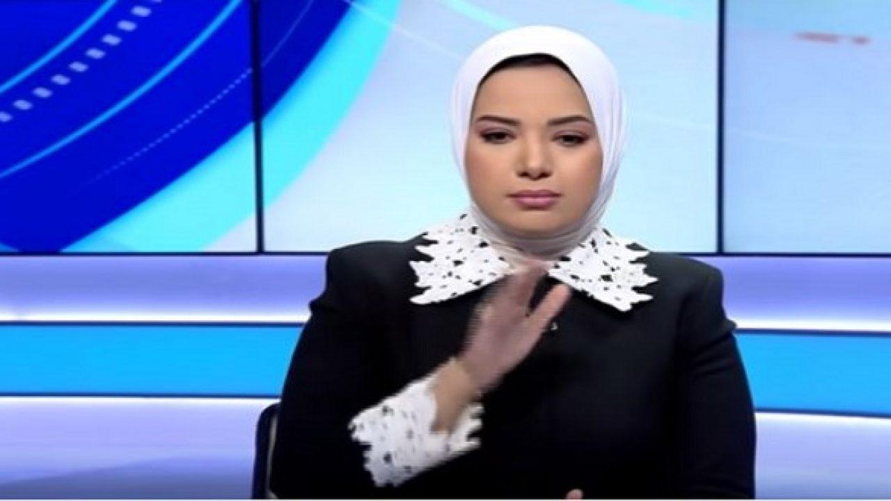 بالفيديو.. مذيعة مصرية تتعرض لصدمة بعد وفاة رئيس شركة مصر للطيران أثناء لقاء تلفزيوني معها