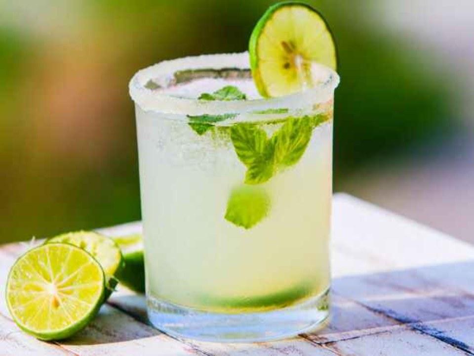 """مشروب منعش """"مشروب الليمون والكركم """" لعلاج مرض الزهايمر والاكتئاب والسرطان"""