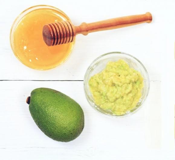ترطيب الشعر بإستخدام الأفوكادو والعسل