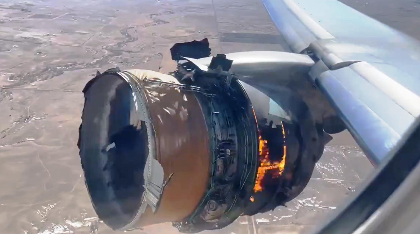 بعد حادث تعطل محرك طائرة بوينج 777.. طيار سعودي يوضح كيف يتصرف الطيار في هذة الحالة؟