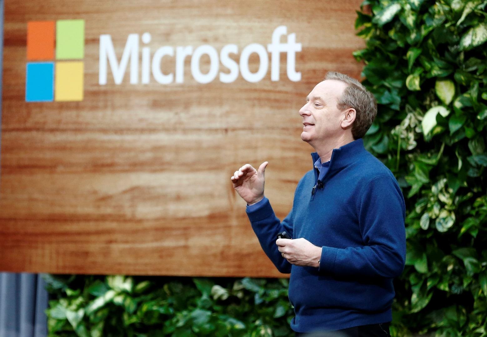 براد سميث رئيس شركة مايكروسوفت