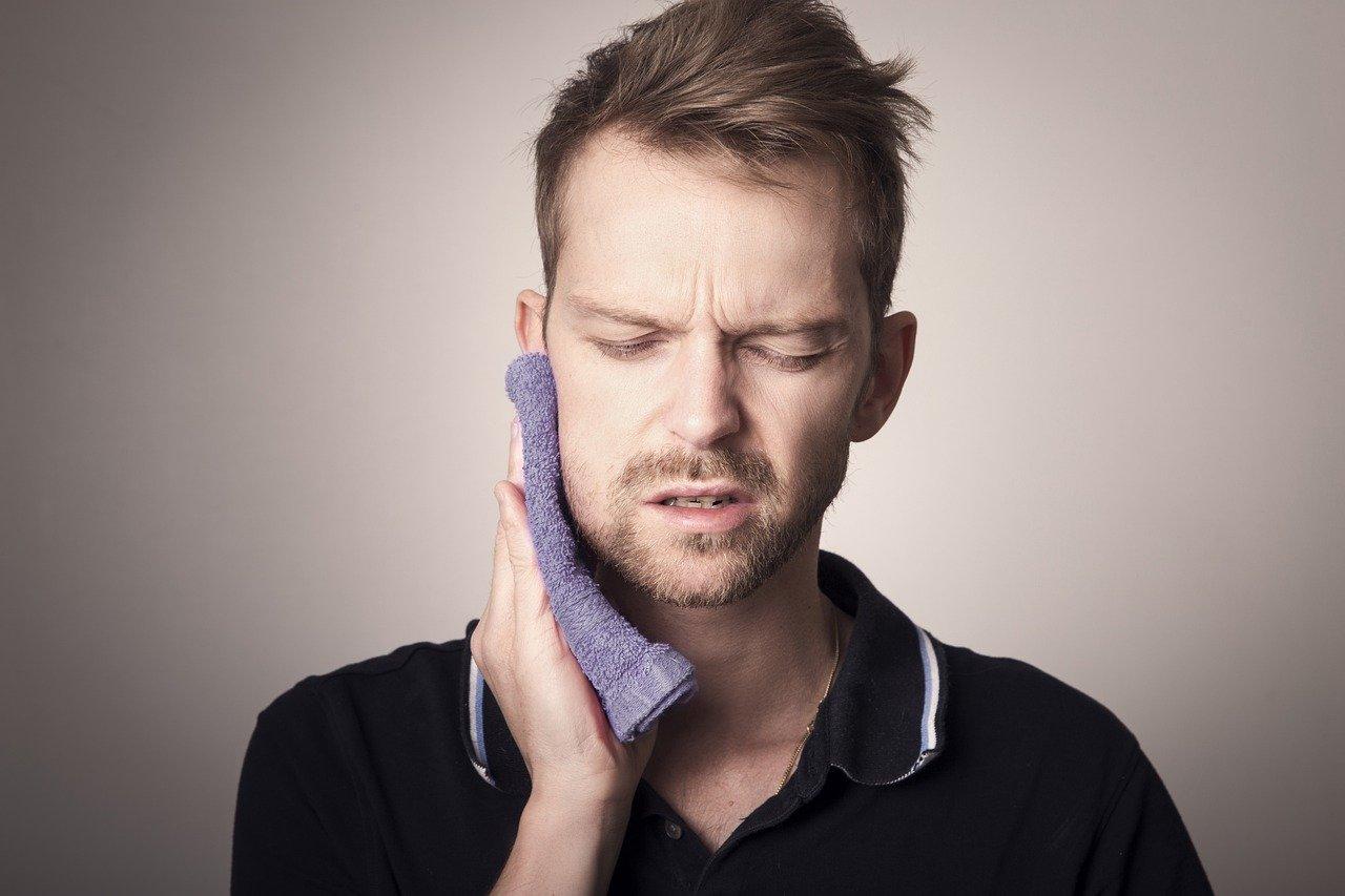 علاج آلام الأسنان باستخدام القرنفل .. تعرف علي طرق استخدامه فهو مسكن آمن وفعال