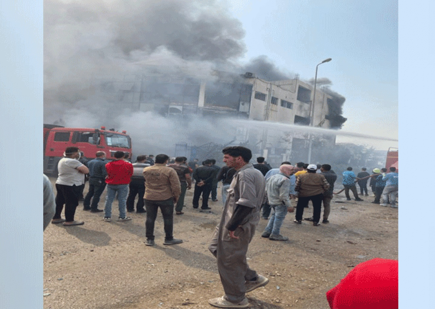 حريق مصنع ملابس العبور ومصرع 20 شخصا حتى الآن