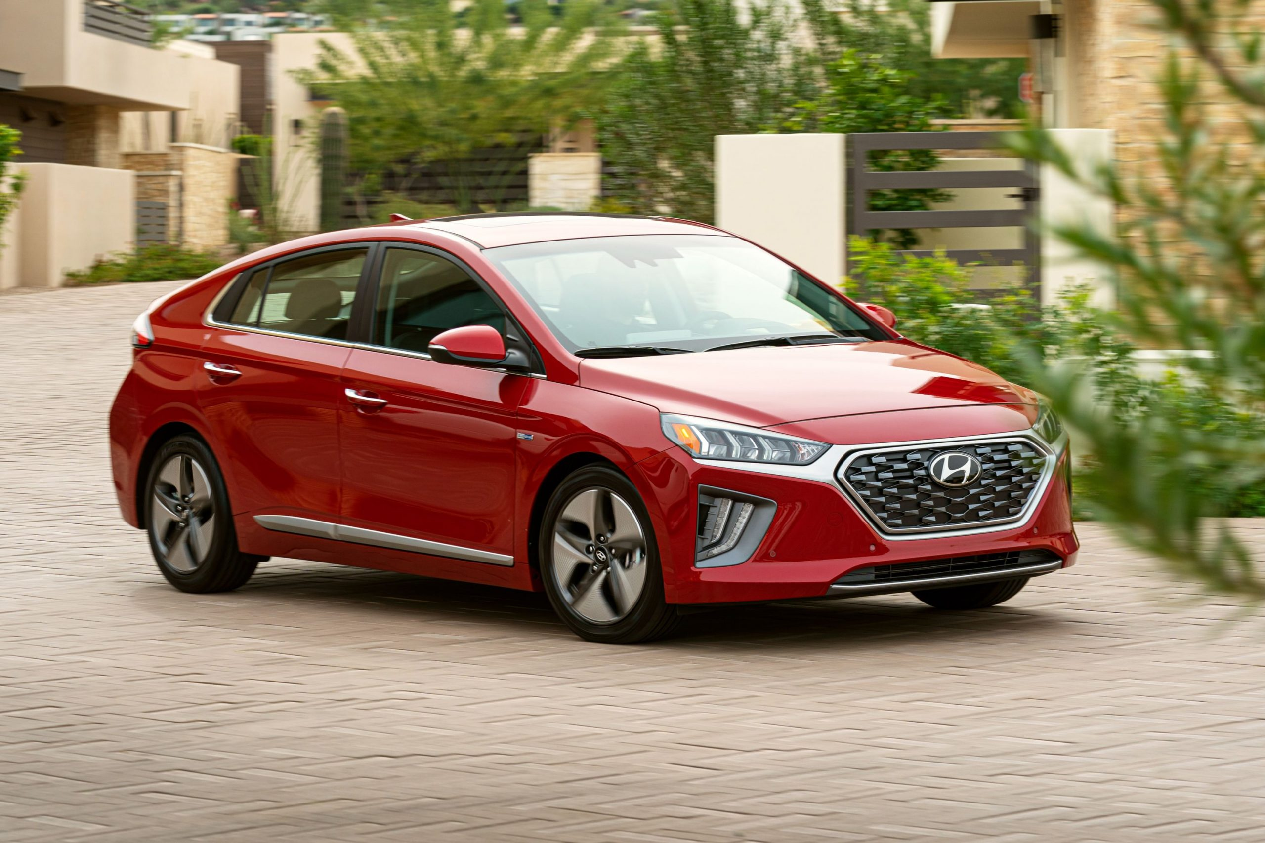 مميزات سيارة هيونداي أيونيك وعيوبها وأسعارها Hyundai Ionic