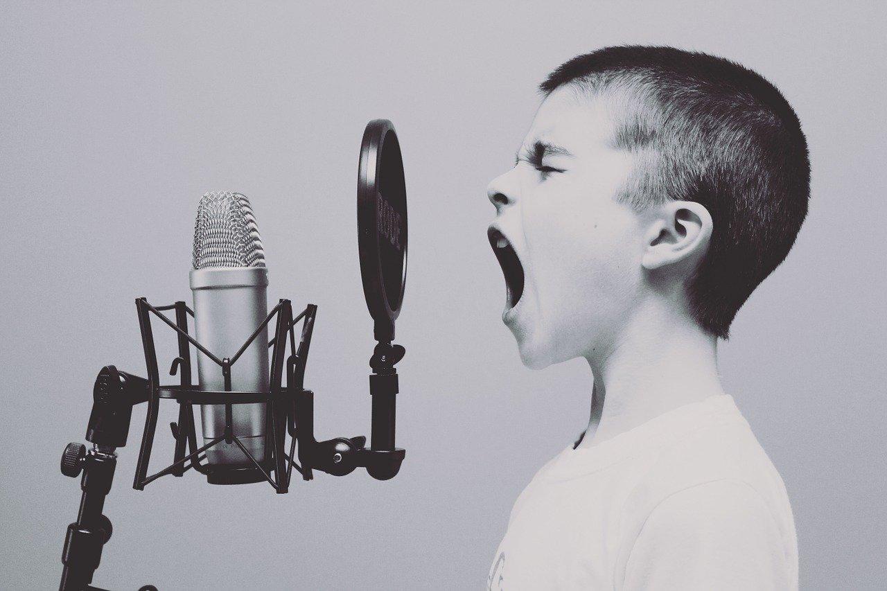 خطر جديد للشاشات الإلكترونية على الأطفال والإضطرابات المصاحبة له