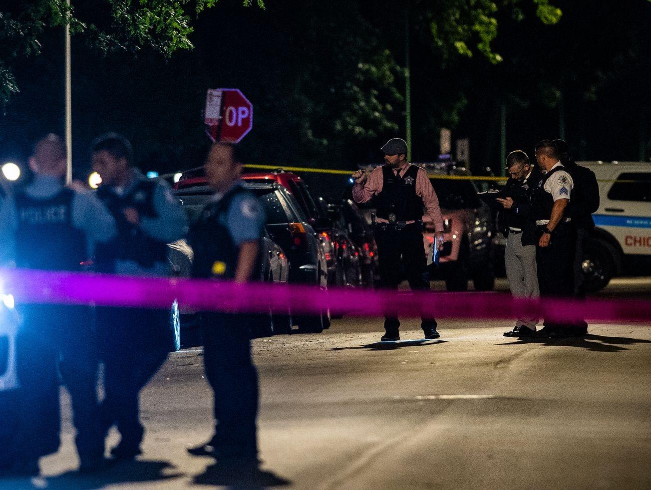 أحدث إطلاق نار في شيكاغو جرح صبي يبلغ من العمر عامين و 7 بالغين