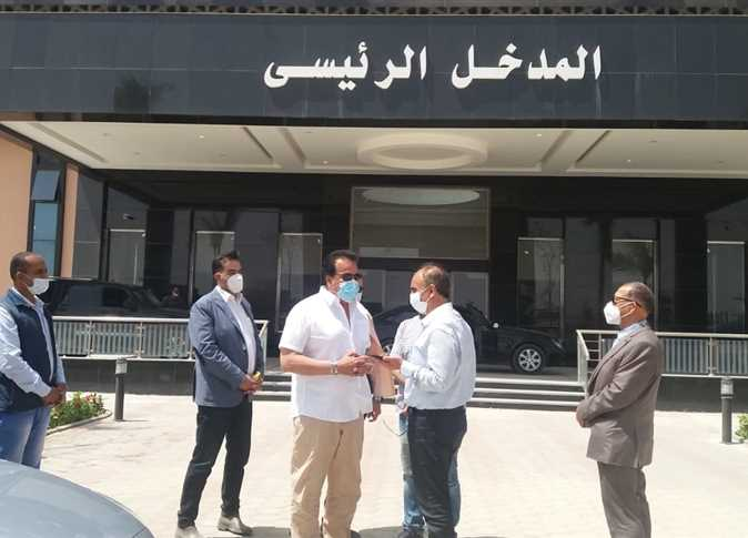 وزير التعليم العالي والبحث العلمي يتفقد مستشفى العاشر الجامعي 1