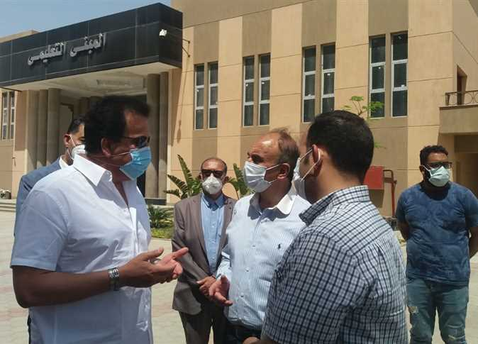 وزير التعليم العالي والبحث العلمي يتفقد مستشفى العاشر الجامعي 2