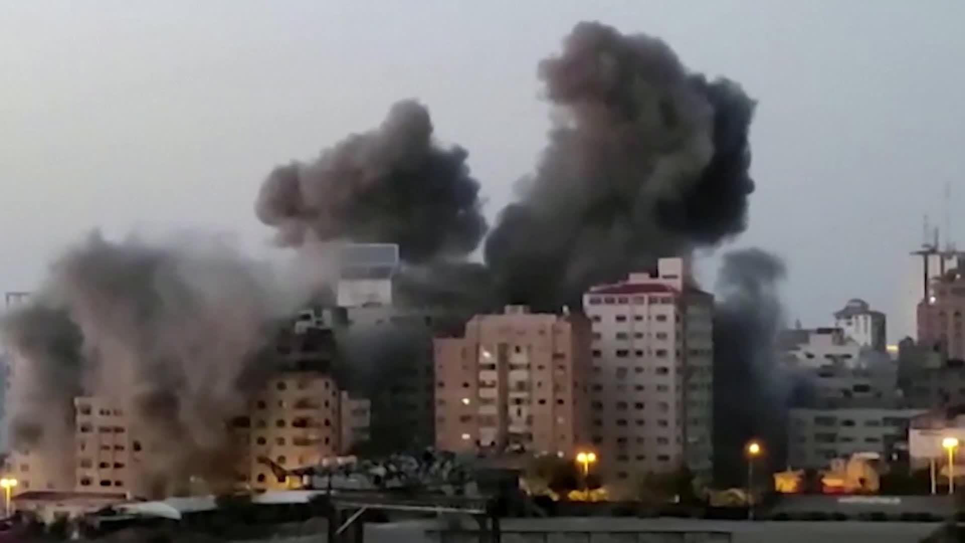 انفجارات ضخمة تهز تل أبيب وعشرات الصواريخ تتساقط عليها وعدد القتلى الإسرائيليين حتى الآن 2