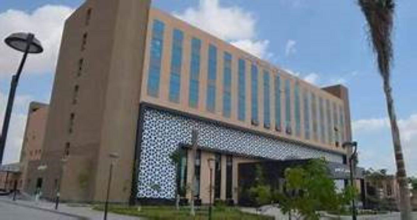 وزير التعليم العالي والبحث العلمي يتفقد مستشفى العاشر الجامعي