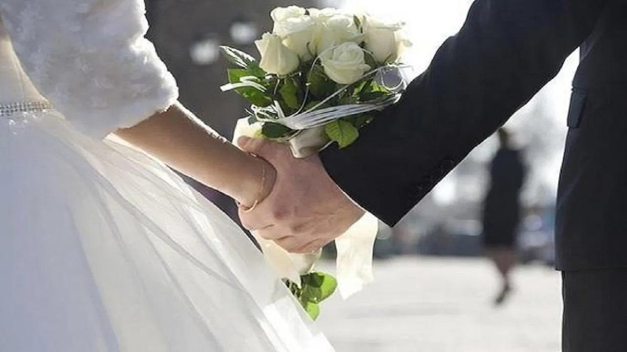 """""""بالفيديو"""" العروسة بتجري من العريس .. عروسة تجري هرباً من عريسها ليلة زفافها أمام المعازيم 1"""