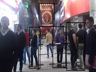 شاهد باسم يوسف يستعين بالبودي جاردات من أجل تأمين تسجيل حلقته القادمة