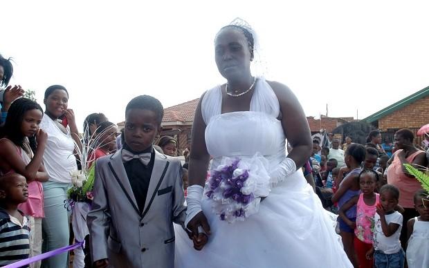 طفل 8 سنوات يتزوج امرأة 61 عاما في جنوب إفريفيا