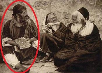 صورة قديمة ليهود فى مصر يشبه احدهم الرئيس مرسى !