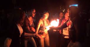 احد ابناء مبارك يحرق نفسه اعتراضا على نقل مبارك الى طره