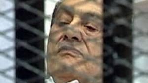 وفد من المحامين الكويتيين (المتطوعين) لدفاع عن مبارك يصل القاهرة
