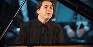 حبس 10 أشهر لعازف بيانو تركى بتهمة ازدراء الاديان